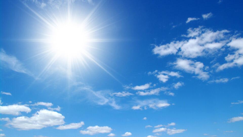 Sonne Himmel Blau_Sonnenschutz - Zu viel Sonne schadet uns. - © Shutterstock