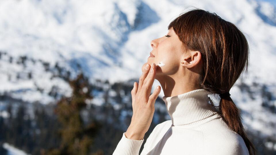 Sonnenschutz Winter - Die Kombination aus Sonne, Schnee und Bergen verlangt definitiv nach Sonnenschutz. - © Shutterstock
