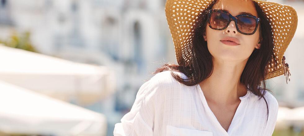 Sonnenschutz Frau - Unsere Haut merkt sich jeden Sonnenbrand. - © Shutterstock