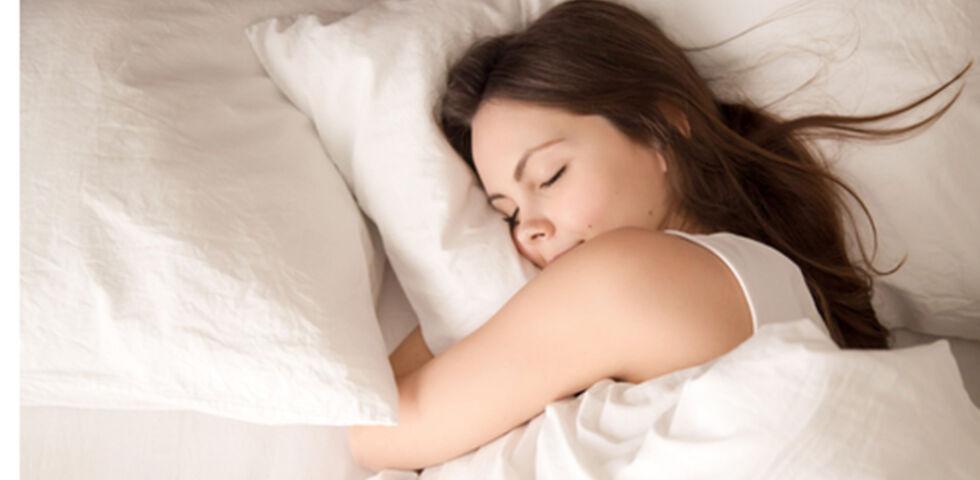 Schlaf Frau - Für guten Schlaf kann man einiges tun. - © Shutterstock