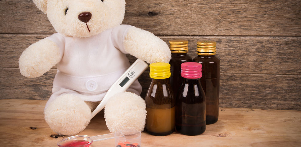 Teddybär Medikamente Kinder krank - © Shutterstock