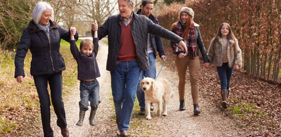 Familie Ausflug Herbst - © Shutterstock