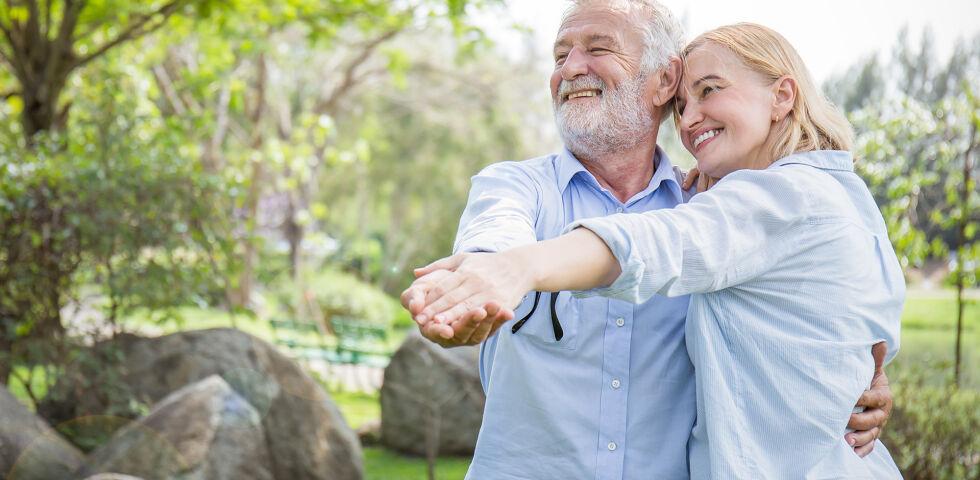 Frühling Paar Senior online - © Shutterstock
