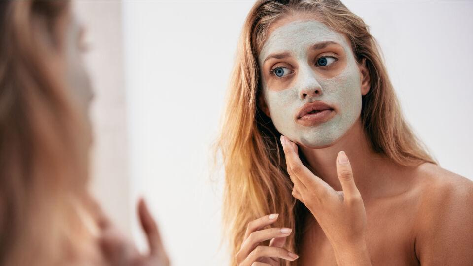Gesichtsreinigung Maske Kosmetik - © Shutterstock