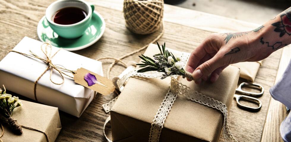 Geschenk - In der Apotheke gibt es für jeden das passende Geschenk. - © Shutterstock