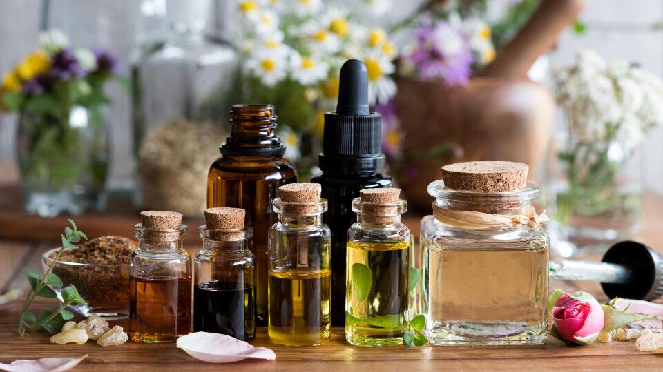 Aromatherapie Ätherisches Öl Kosmetik Entspannung - © Shutterstock