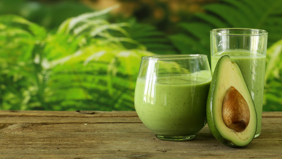 Ernährung Avocado Smoothie - © Shutterstock