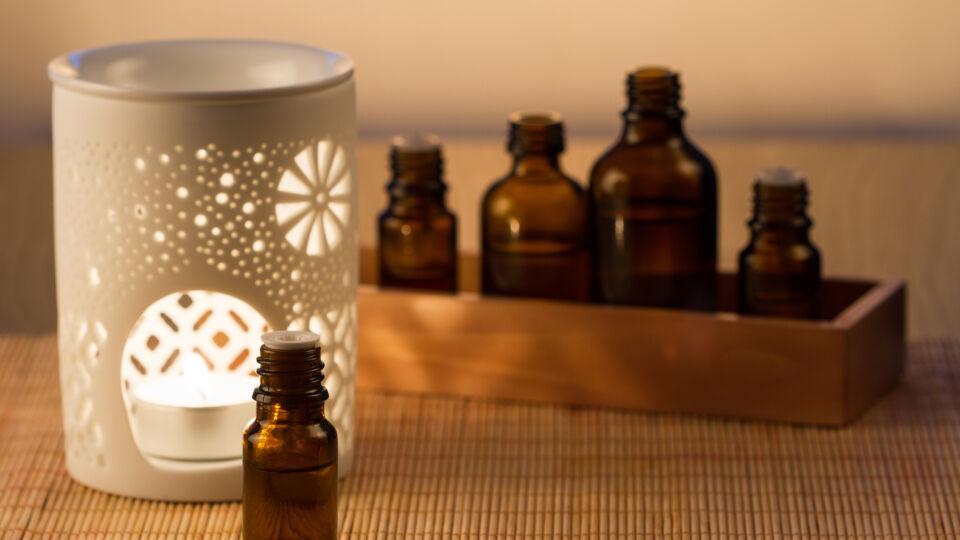 Ätherisches Öl Aromatherapie Duftlampe - © Shutterstock