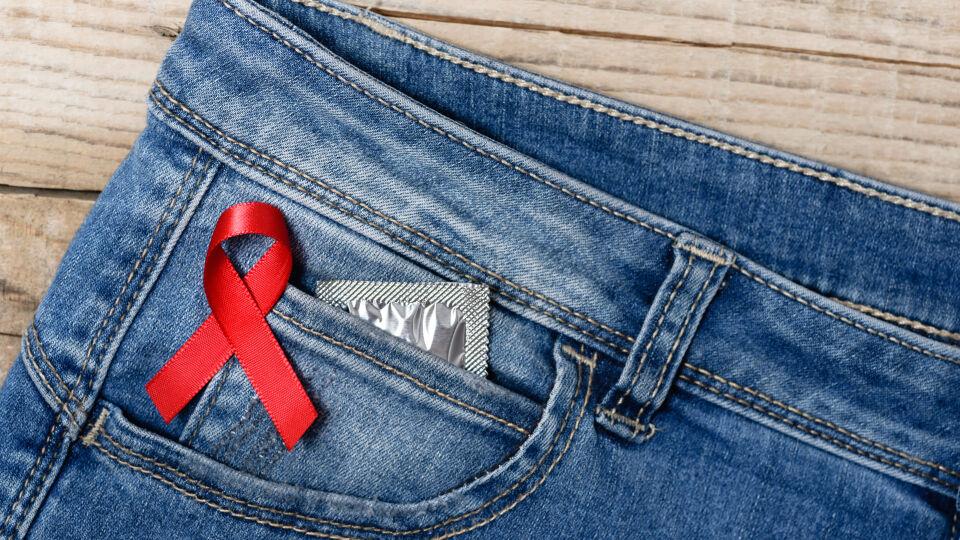 HIV AIDS - Kondome bieten einen guten Schutz vor einer HIV-Übertragung. - © Shutterstock