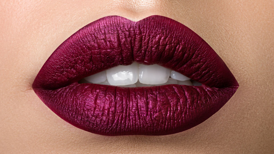 Lippenstift dunkel Kosmetik - © Shutterstock