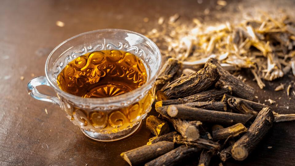Süßholzwurzel Heilpflanze - © Shutterstock