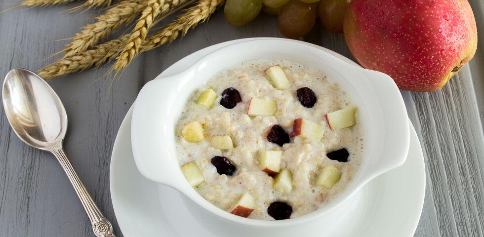 Vollkorn Porridge Ernährung - Vollkorn wird unter anderem zu Brot und Gebäck, Porridge oder Haferflocken verarbeitet. - © Shutterstock