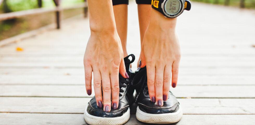 Zehen berühren Sport Beweglichkeit - © Shutterstock