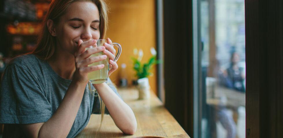 Tee trinken - Ist grüner Tee ein grünes Wunder? - © Shutterstock