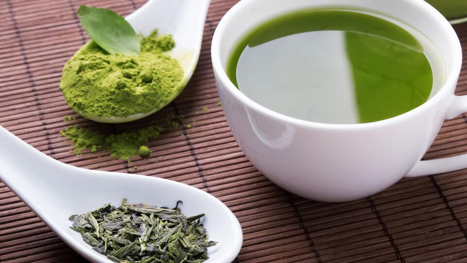 Grüner Tee - Je kürzer die Ziehzeit, desto anregender wirkt grüner Tee. - © Shutterstock