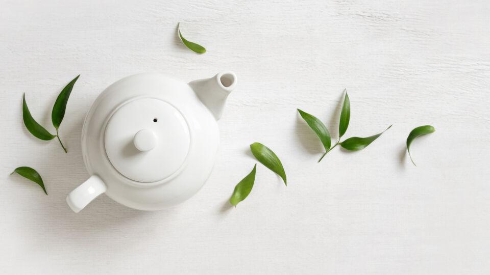 Tee - Teefasten ist eine extreme Form des Heilfastens, sollte nur bei voller Gesundheit und in Absprache mit einem Arzt durchgeführt werden. - © Shutterstock