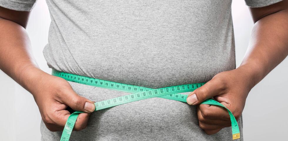 Übergewicht Adipositas Mann - Von Adipositas spricht man, wenn der BMI höher als 30 ist. - © Shutterstock