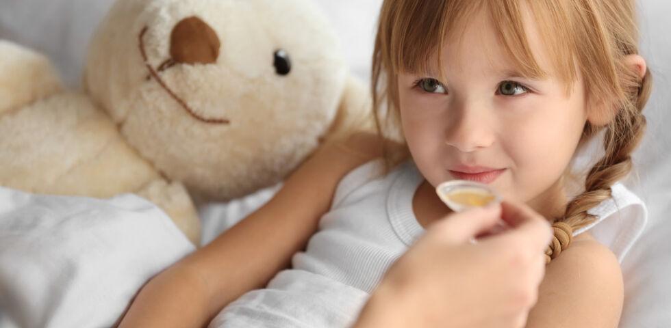 Kind Medizin - Es ist nicht immer einfach, dem Kind die nötige Medizin zu verabreichen. - © Shutterstock