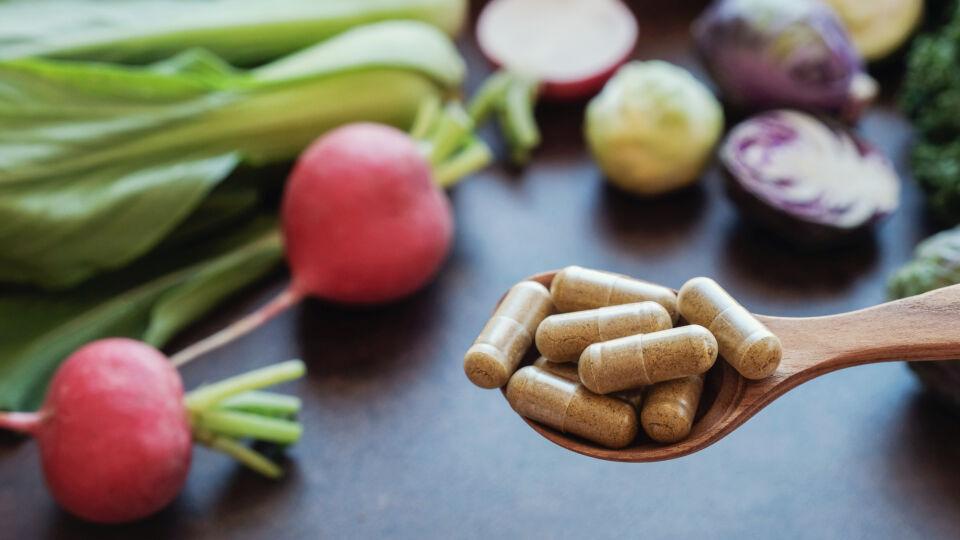 Nahrungsergänzungsmittel Ernährung Vitamine - © Shutterstock