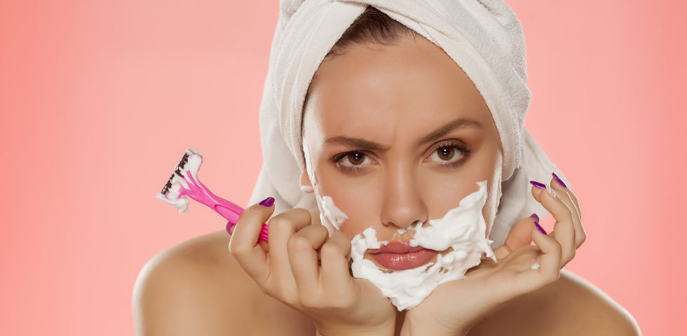 Hirsutismus Frau Rasur Damenbart - Problemzone Damenbart - © Shutterstock