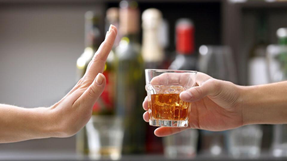 Alkohol - Kein gutes Duo: Alkohol und die Einnahme von Medikamenten. - © Shutterstock