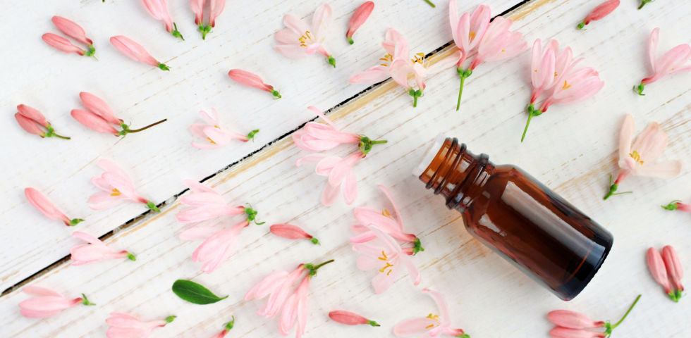 Ätherische Öle - Ätherische Öle duften sehr intensiv. Man sollte sie stets sparsam verwenden. - © Shutterstock