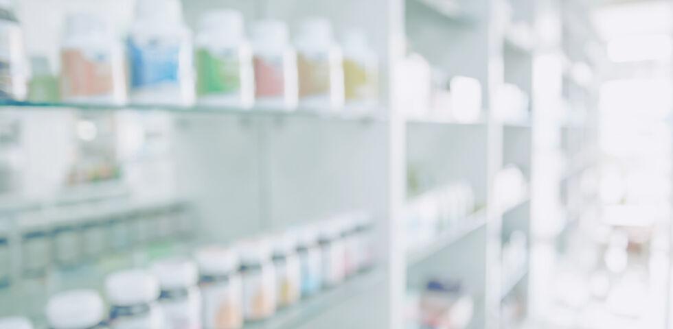 Medikamente Apotheke - Wenn Arzneimittel notwendig sind, empfiehlt sich ein kleiner Vorrat für Notfälle. - © Shutterstock