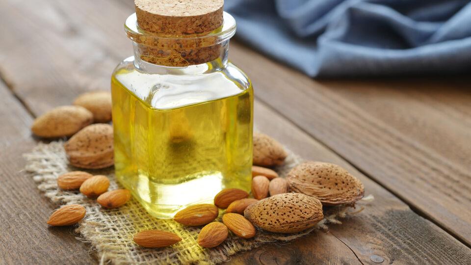 Mandelöl für Massage Entspannung - Mit einem guten Massageöl kann man Schulter und Nacken entspannen. - © Shutterstock