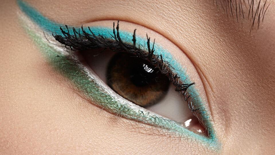 Eyeliner Kosmetik - Das Spiel mit mehreren Farben kann durchaus bezaubern. - © Shutterstock