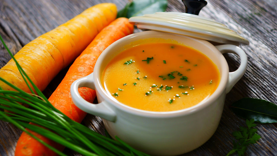 Kochrezept Karottensuppe - © Shutterstock