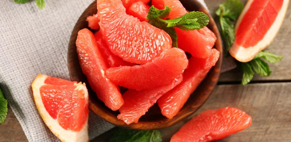 Grapefruit_Ernährung - Die Grapefruit schmeckt nicht jedem. Aufgrund ihrer Bitterstoffe ist sie aber sehr gesund. - © Shutterstock