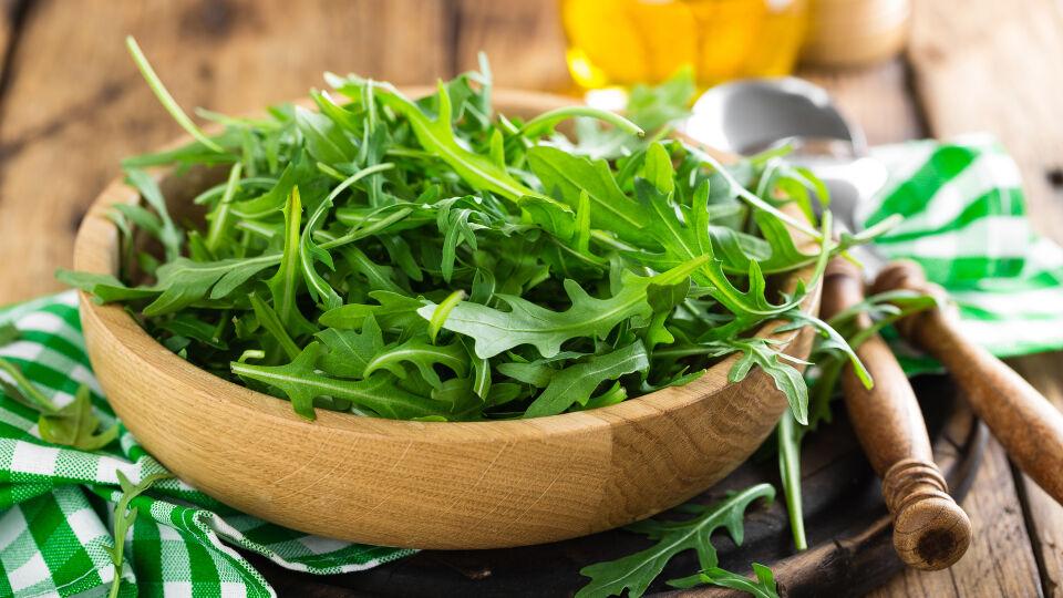 Rucola_Ernährung_Heilpflanzen - Rucola enthält viele Bitterstoffe und ist noch dazu kalorienarm. - © Shutterstock