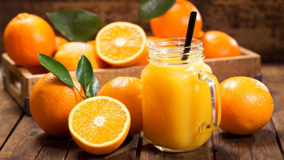 Orangensaft Getränk - Fruchtsäfte können die Wirkung von Medikamenten beeinflussen. - © Shutterstock
