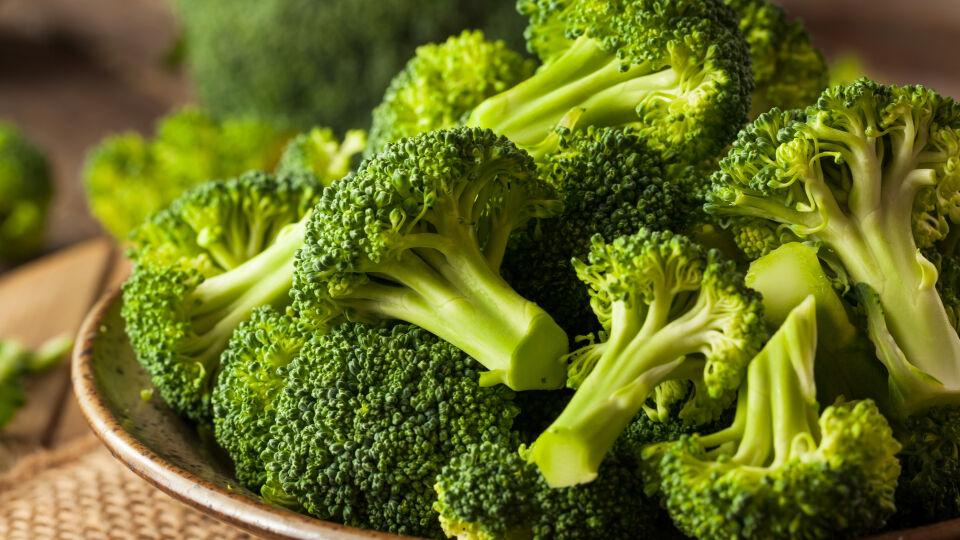 Brokkoli Ernährung - Zu den Vitamin-K-reichen Lebensmitteln zählen vor allem grüne Gemüsesorten. - © Shutterstock