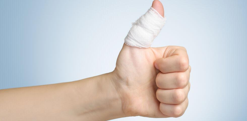 """Wundverband - Auch """"kleine"""" Wunden sollten entsprechend versorgt werden. Saubere Wunden heilen besser. - © Shutterstock"""