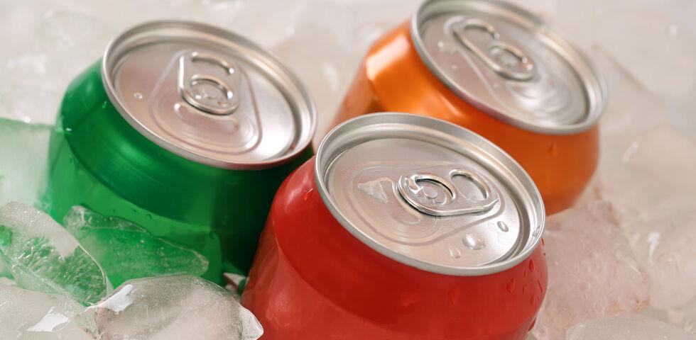 Soft-Drinks Dosen Getränke Ernährung - © Shutterstock