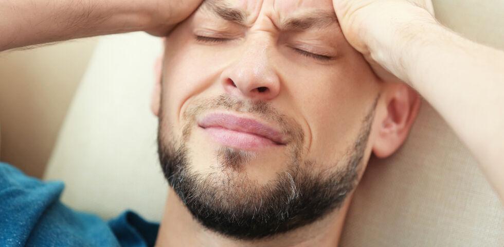 Mann Kopfschmerzen - © Shutterstock