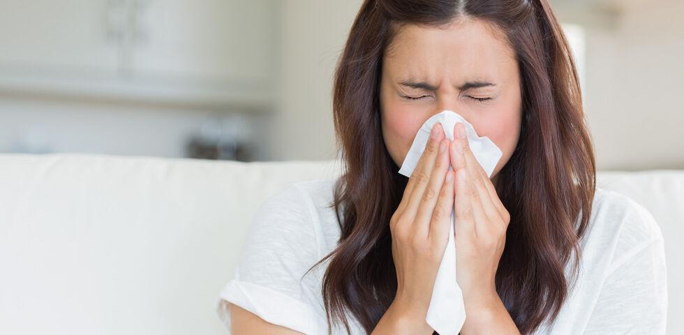 Frau Niesen Erkältung Immunsystem - © Shutterstock