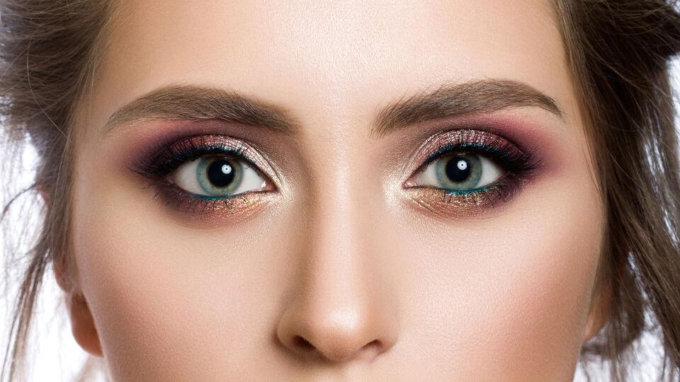 Lidschatten bunt Kosmetik - © Shutterstock