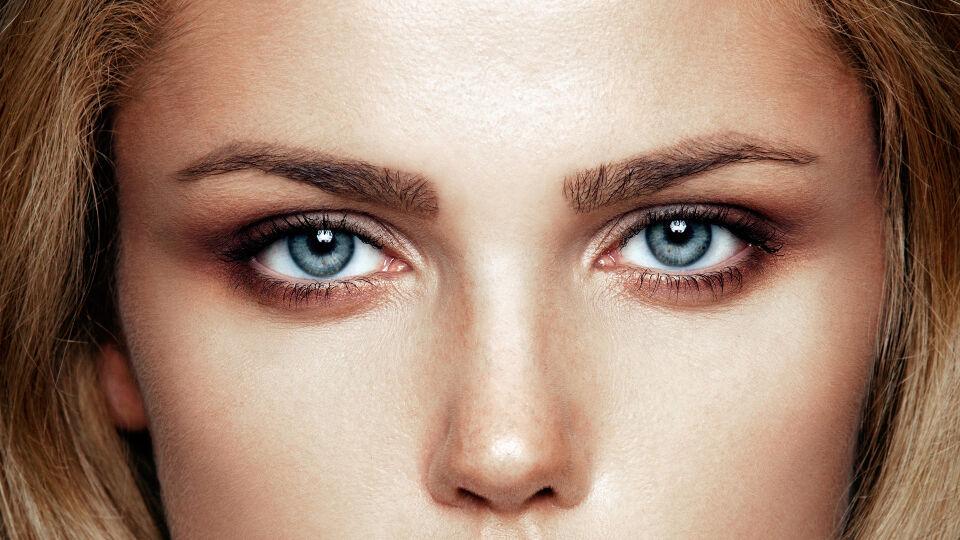 Smokey Eyes Lidschatten Kosmetik - © Shutterstock