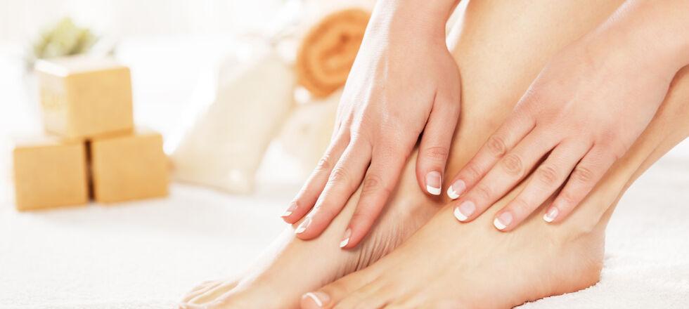 Füße - Nägel werden oft in der Pflege vernachlässigt, dabei sind sie ein wertvoller Schutz und auch Helfer für so manche Tätigkeit. Wie würden wir uns ohne Nägel kratzen? - © Shutterstock