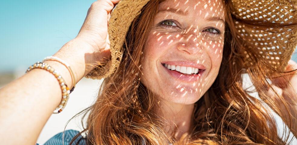 Sonnenschutz Frau mit Sonnenhut