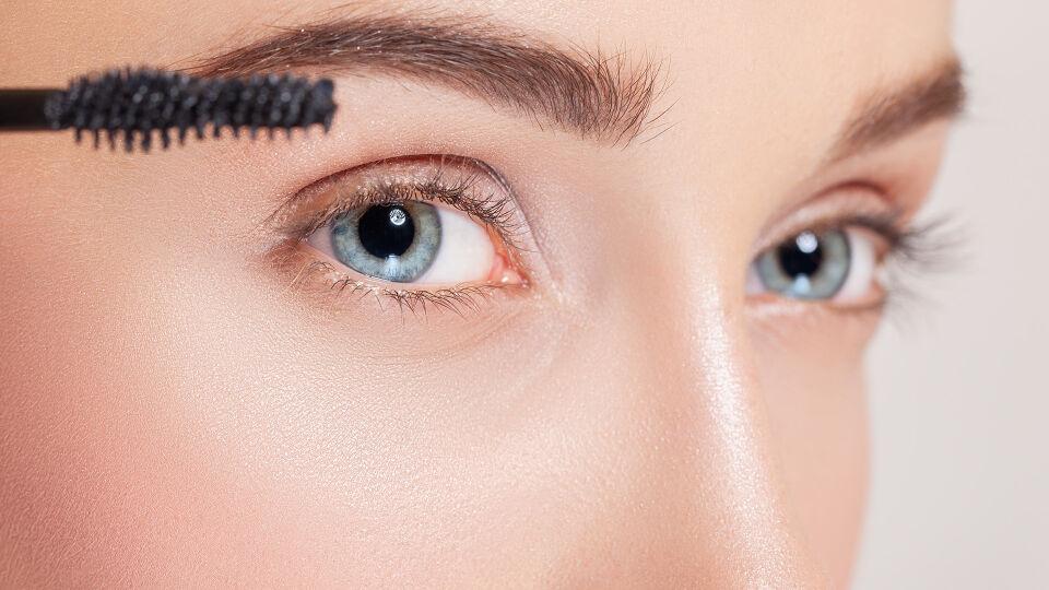 Augenbrauen Kosmetik - © Shutterstock