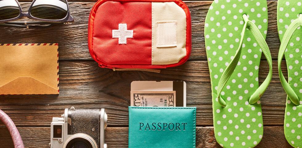 Reiseapotheke Urlaub - In jeder Apotheke erhalten Sie fundierte Informationen zur Reiseapotheke. Bei Bedarf können Sie sich gleich eine zusammenstellen lassen. - © Shutterstock
