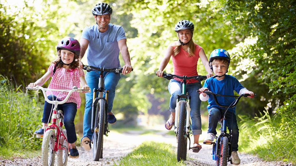 Fahrrad Familie Sport Bewegung - © Shutterstock