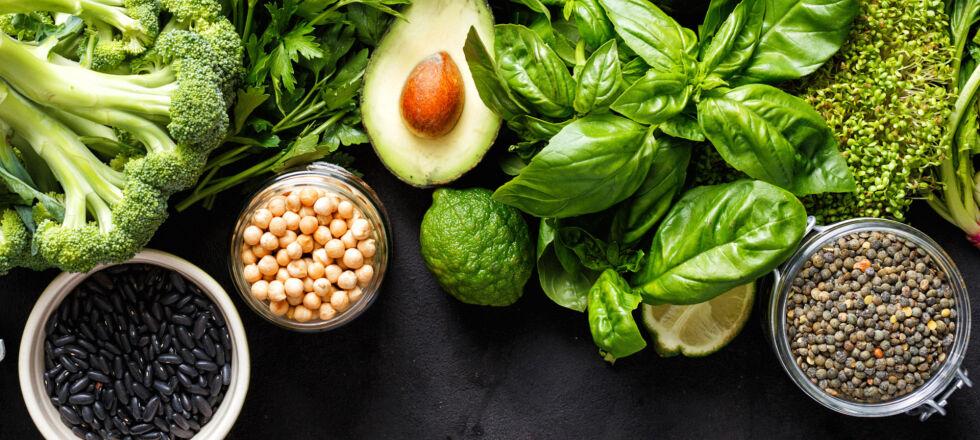 Grünes Gemüse_vegetarisch - Grünes Gemüse hat viele Vitamine. Aber kann eine fleischlose Kost alle notwendigen Nährstoffe abdecken?