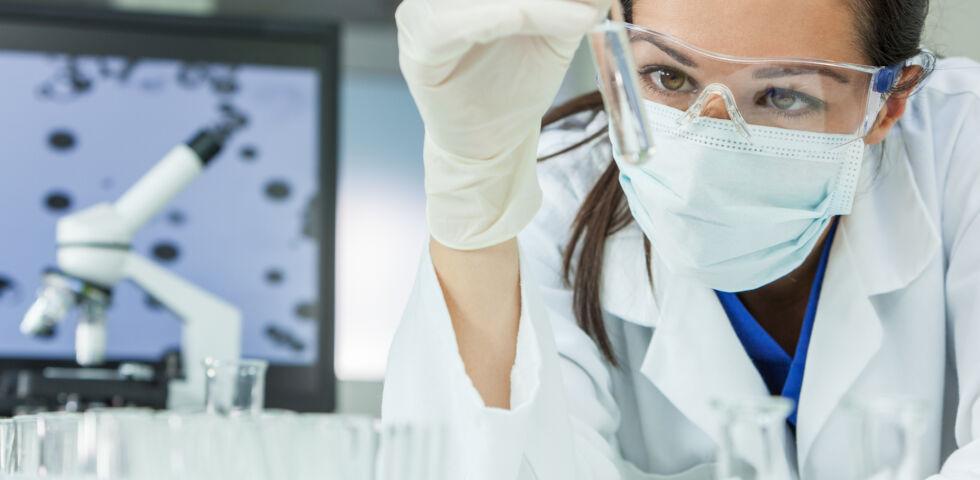 Im Forschungslabor_Research - Impfstoffe müssen einenmehrstufigen, komplexen Prozess durchlaufen, bevor sie in der Bevölkerung eingesetzt werden.