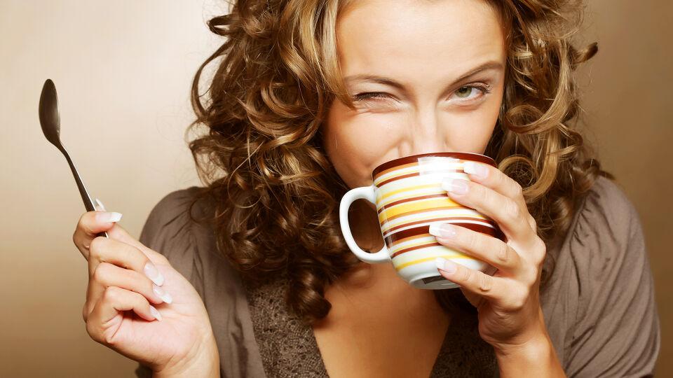 Kaffee Frau Koffein - Rund um das Thema Koffein wird viel geforscht. - © Shutterstock