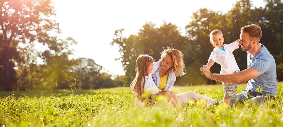 Familie Wiese Natur 2 - © Shutterstock