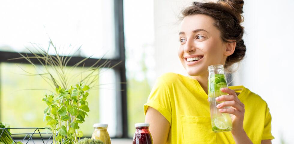 Detox - Beim Entgiften sollte man ausreichend trinken.